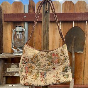 Vintage Floral Tapestry Handbag.